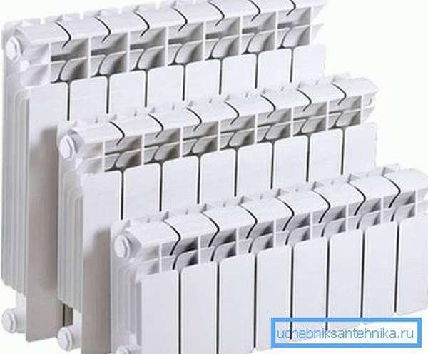 На фото - биметаллические радиаторы трех основных типоразмеров.