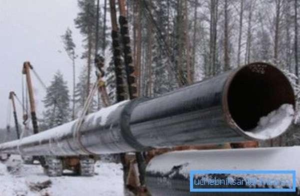 На фото - газопровод из сварных элементов