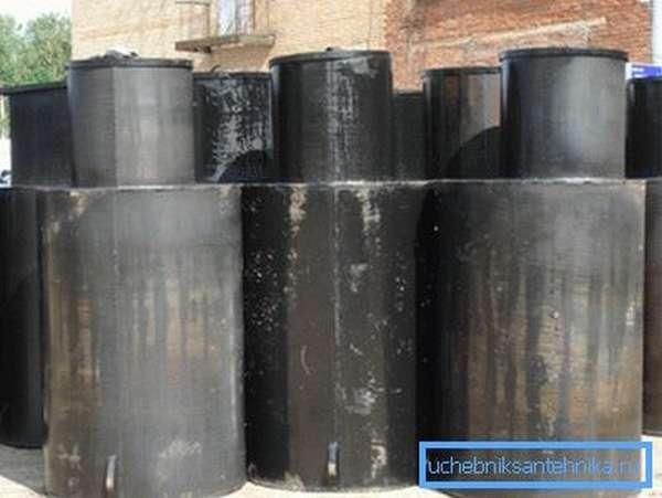 На фото: готовые конструкции уже обработаны гидроизолирующим составом