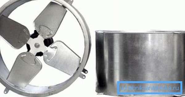 На фото канальный вентилятор для установки в воздуховод