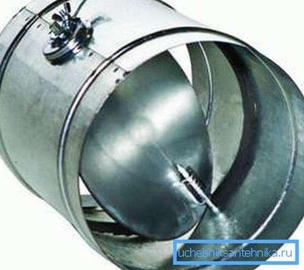 На фото – круглый дроссель-клапан для регулировки потоков воздуха в канале.