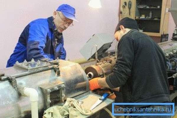 На фото линия по производству полимерных труб