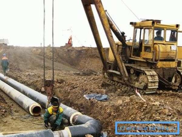 На фото - монтаж трубопровода в ППМ изоляции