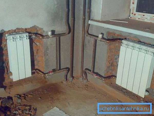 На фото - наиболее правильная схема подключения радиаторов.