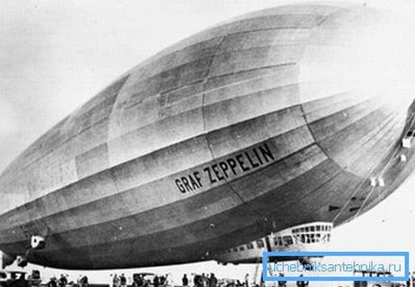 На фото - немецкий дирижабль Граф Цеппелин. Дюралюминий использовался для сооружения жесткого каркаса, делавшего летательный аппарат устойчивым к порывам ветра.
