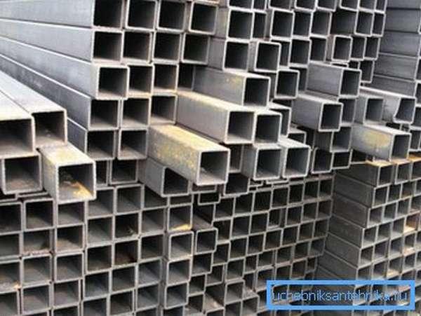 На фото - оптимальный материал для строительства дачных навесов и беседок