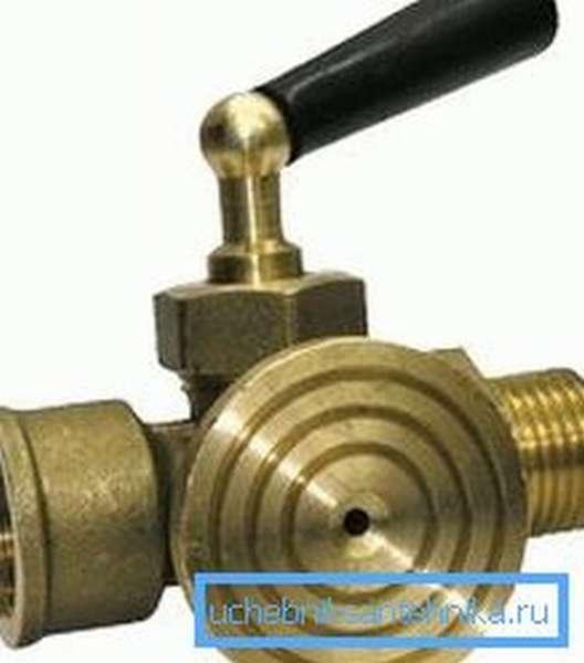 На фото: отличительной особенностью кранов под манометры является наличие площадки под установку измерительного прибора, она может иметь самые различные размеры и конфигурацию