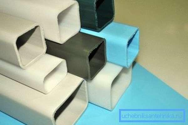 На фото – пластиковый квадратный трубопровод