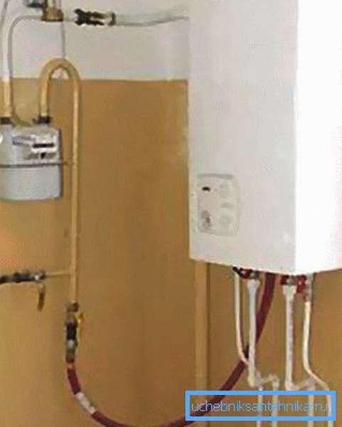 На фото – подвод газа в квартире