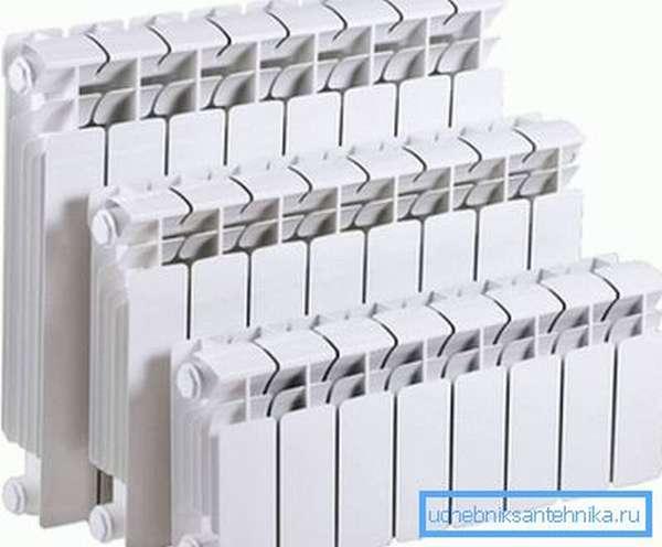 На фото показаны биметаллические водяные радиаторы.