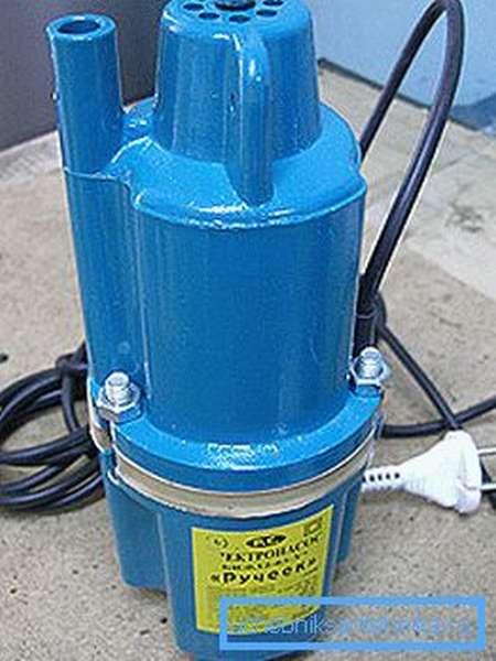 На фото представлен бытовой компрессионный насос «Ручеек»