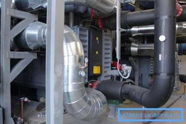 На фото – пример современной вентиляции, которая не может обойтись без автоматизации.
