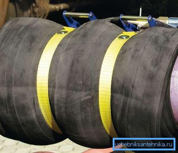 На фото пример того как может быть выполнен бандаж на треснувшей трубе