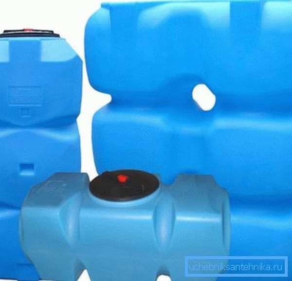 На фото – примеры пластиковой тары для воды.
