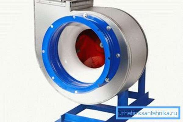 На фото: радиальные устройства чаще всего используются на промышленных объектах