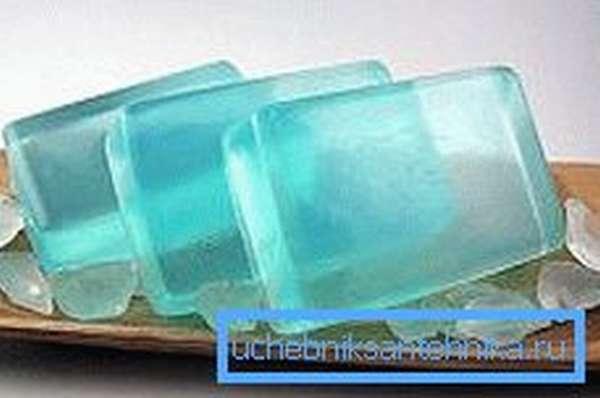 На фото – самодельные гелевые освежители для чаши унитаза