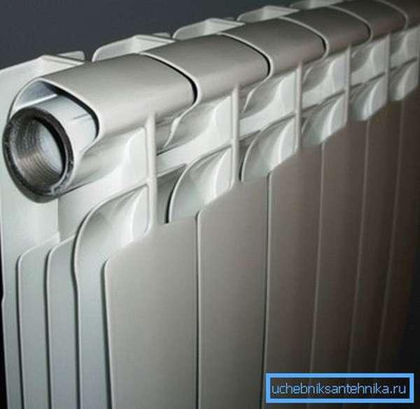 На фото сборные секции алюминиевых батарей