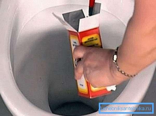 На фото - сода с уксусом способны устранить засор