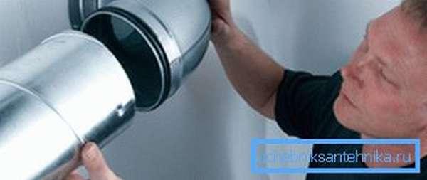 На фото - соединение труб воздуховода