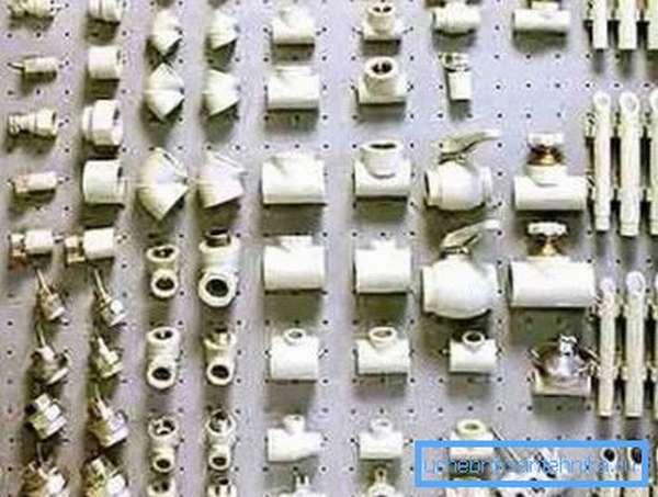 На фото - соединительные элементы для полипропиленовых труб
