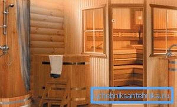 На фото: современные бани обязательно предусматривают наличие душа