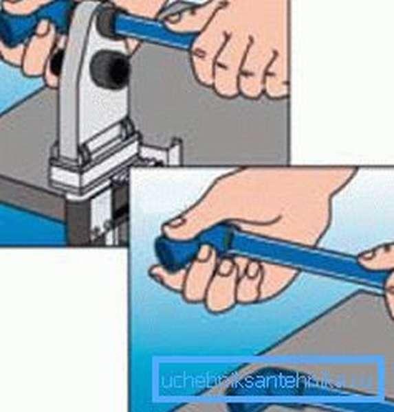 На фото - способ соединения ПП труб