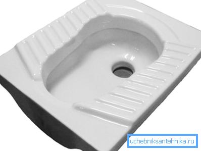 На фото так называемая «чаша Генуя», используемая в общественных туалетах