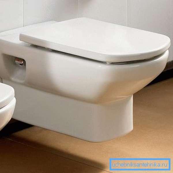 На фото: такая система занимает минимум полезного пространства в санузле, что очень важно на небольших площадях