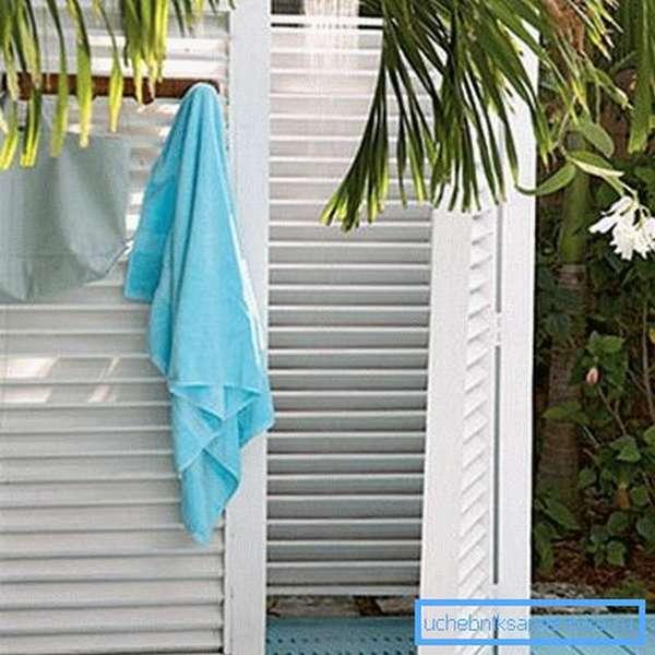 На фото – типичный летний душ.
