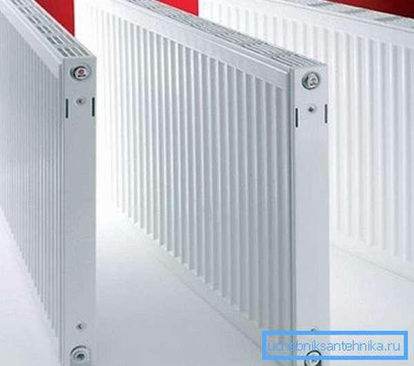 На фото – тонкие стальные панельные радиаторы