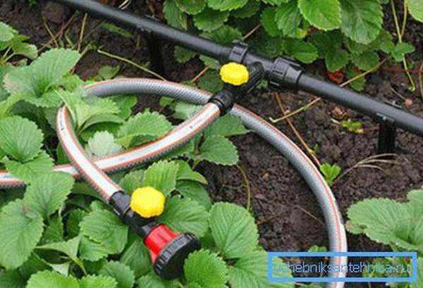 На фото: трубы для дачного водопровода должны соответствовать целому ряду требований
