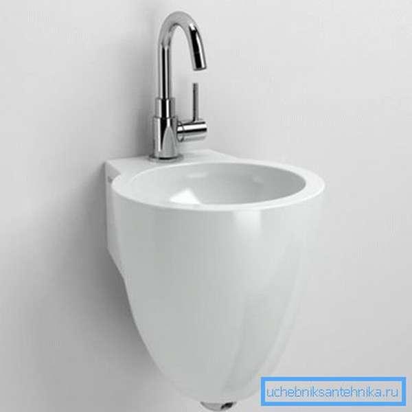 На фото – у чаши диаметр 270 мм, наверное, это самая маленькая раковина для туалета