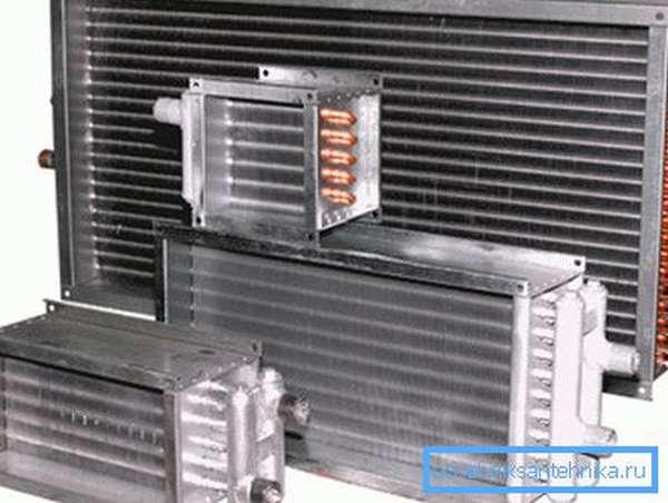 На фото - водяные калориферы для систем вентиляции.