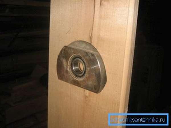 На фото: втулка с подшипником сделает конструкцию еще надежнее