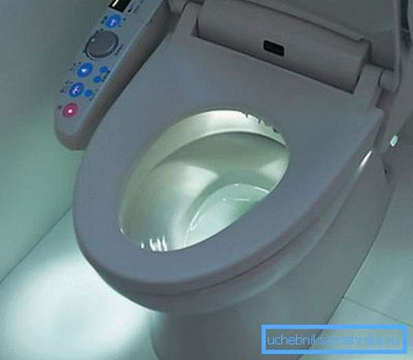 На фото: японский унитаз с подогревом и функцией биде обеспечивает наивысший уровень комфорта