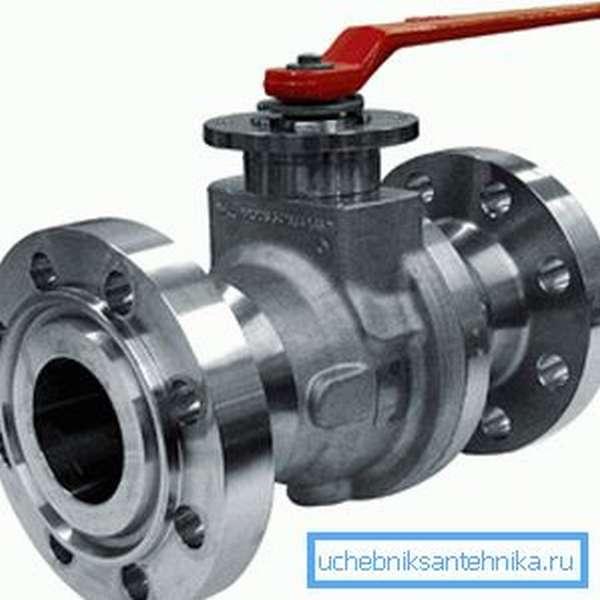 На фото – запорная арматура для трубопроводов ВД фланцевого типа