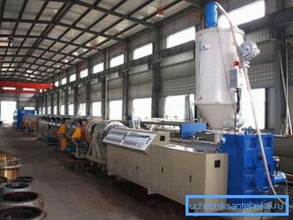 На крупных предприятиях используется мощное оборудование, на небольших производствах размеры установки намного меньше