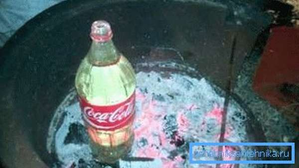 На углях вода очень быстро нагревается