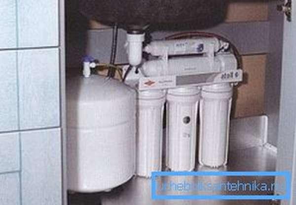 Накопительная емкость фильтра под мойку (трёхступенчатого)