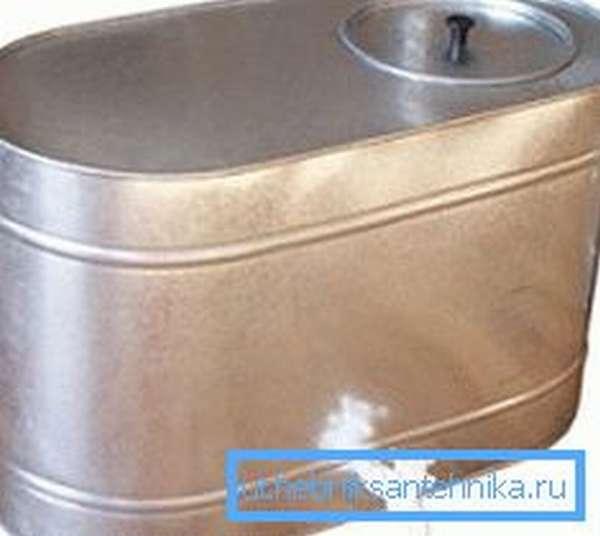 Накопительный бак оцинкованный для воды с краном на 95 л