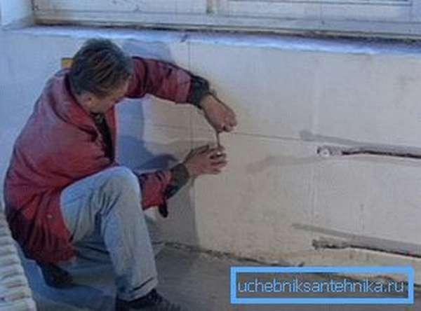 Нанесение разметки на стену