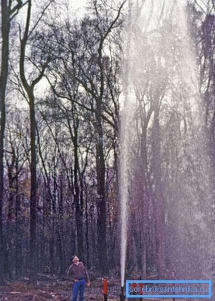 Напор воды из гидрантов может удивить тех, кто не сталкивался с подобными конструкциями