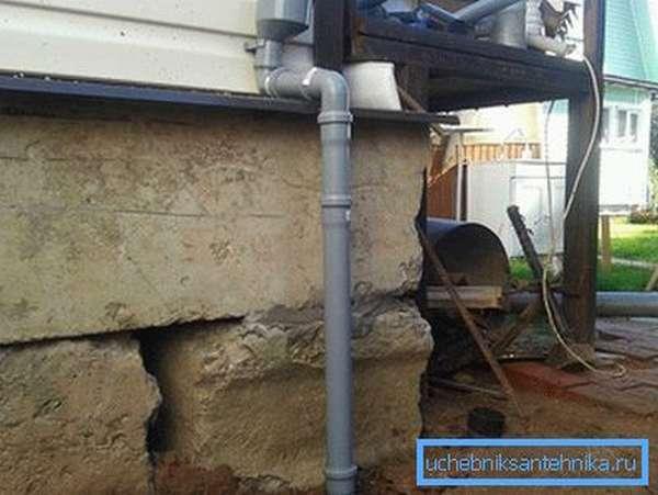 Наращивание водостока канализационными трубами