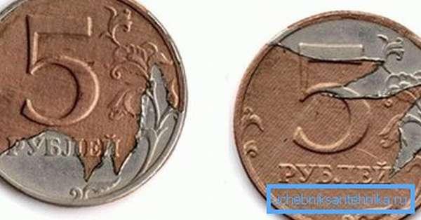Нарушенный плакирующий слой на 5-рублевой монете.