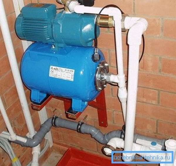 Насосные станции для скважины можно устанавливать в помещении.