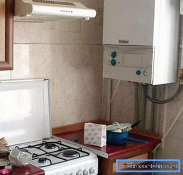 Настенный газовый котел – средство получения тепла для подачи в радиаторы.