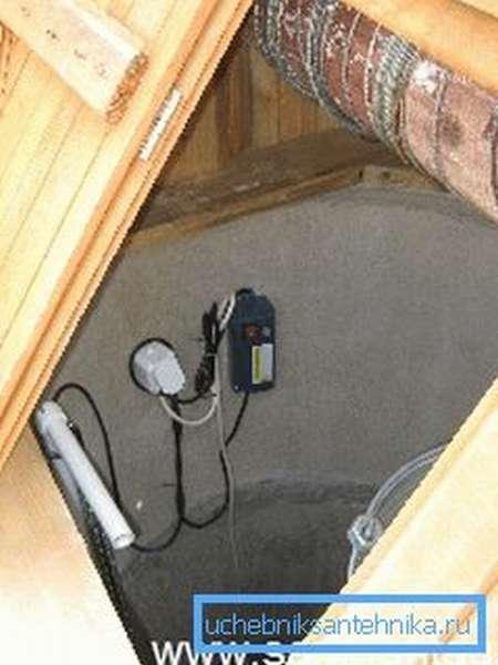 Некоторые мастера предпочитают устанавливать небольшие изделия для подачи воды, но они не всегда могут подавать большой объем на поверхность и имеют определенный период беспрерывной работы