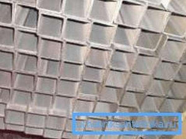 Некоторые виды подобных изделий делают из алюминия или подвергают нанесению защитного покрытия