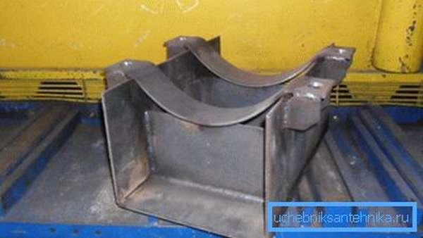 Неподвижная опора для труб теплоснабжения из металла