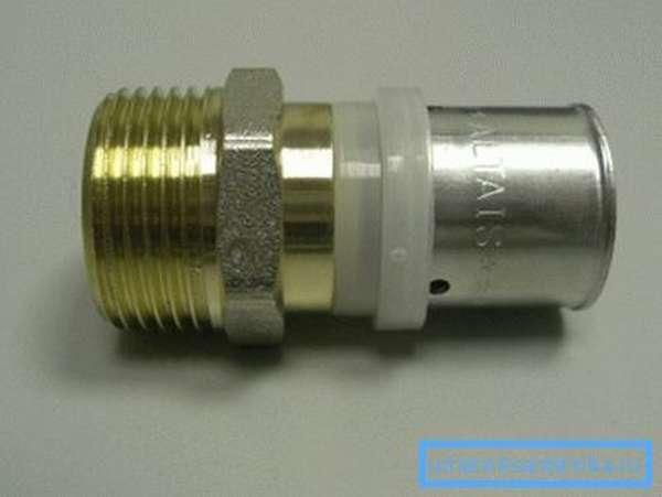 Несложная конструкция пресс-фитинга гарантированно соединяет трубы